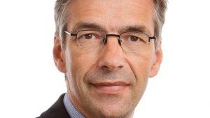 Christopher Daase ist Professor für Internationale Organisation an der Universität Frankfurt am Main. Außerdem ist er Ko-Direktor und leitet den Programmbereich I – Internationale Sicherheit – am Leibniz-Institut Hessische Stiftung Friedens- und Konfliktforschung (HSFK) und gibt die Zeitschrift für internationale Beziehungen heraus. Quelle: Hessische Stiftung Friedens- und Konfliktforschung